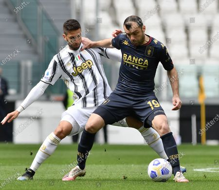 (210412) - TURIN, April 12, 2021 (Xinhua) - FC Juventus' Rodrigo Bentancur (L) lives with Genoa's Goran Pandev during a serie A football match between FC Juventus and Genoa in Turin, Italy, April 11, 2021.
