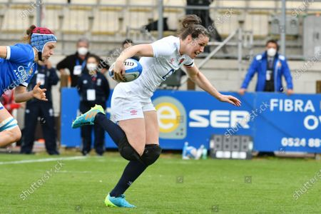 Emily Scarratt scores the first try for England