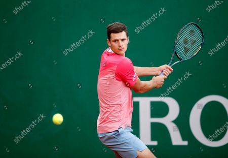 Hubert Hurkacz of Poland in action during his first round match against Thomas Fabbiano of Italy at the Monte-Carlo Rolex Masters tournament in Roquebrune Cap Martin, France, 12 April 2021.