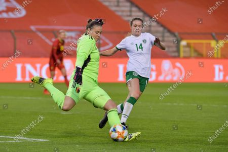 Stock Photo of goalkeeper Justien Odeurs (1) of Belgium and Heather Payne (14) of the Irish Republic pictured during a friendly female soccer game between the national teams of Belgium, called the Red Flames and The Republic of Ireland