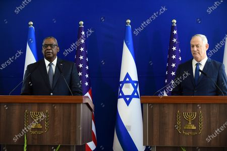 (210412) - TEL AVIV, April 12, 2021 (Xinhua) - U.S. Defense Secretary Lloyd Austin (L) and Israeli Defense Minister Benny Gantz awaits a press conference in Tel Aviv, Israel on April 11, 2021. U.S. Defense Secretary Lloyd Austin started a two-day visit to Israel on Sunday, in the first official visit by a U.S. official since President Joe Biden's inauguration in January.