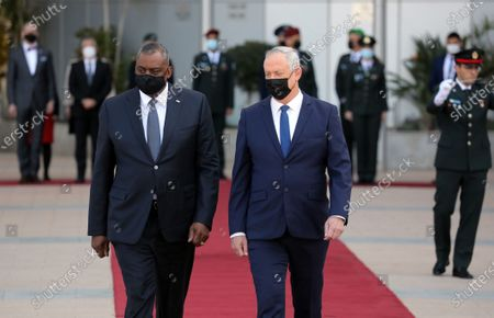 (210412) - TEL AVIV, April 12, 2021 (Xinhua) - U.S. Defense Secretary Lloyd Austin (L, front) and Israeli Defense Minister Benny Gantz (R, front) are seen at a ceremony at the Kirya military base in Tel Aviv, Israel on April 11, 2021. U.S. Defense Secretary Lloyd Austin started a two-day visit to Israel on Sunday, in the first official visit by a U.S. official since President Joe Biden's inauguration in January.