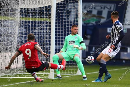 Southampton's Danny Ings, left, shoots wide during an English Premier League soccer match between West Bromwich Albion and Southampton at The Hawthorns in West Bromwich, England