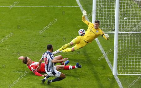 Matt Phillips (front-C) of West Bromwich scores the 2-0 leading during the English Premier League match between West Bromwich Albion and Southampton in West Bromwich, Britain, 12 April 2021.