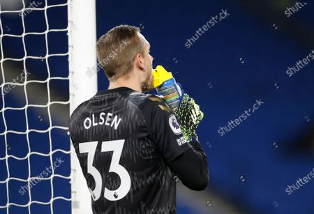 Everton's goalkeeper Robin Olsen refreshes during the English Premier League match between Brighton & Hove Albion and Everton in Brighton, Britain, 12 April 2021.