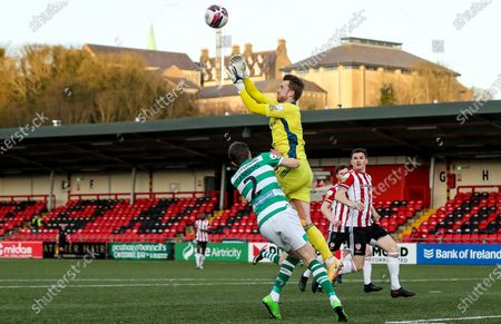 Derry City vs Shamrock Rovers. Derry's Nathan Gartside competes in the air Sean Gannon of Shamrock Rovers