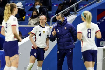 United States head coach Vlatko Andonovski center, takes with Becky Sauerbrunn (4) as Samantha Mewis (3) and Julie Ertz (8) look on during the second half an international friendly women's soccer match between the United States and France in Le Havre, France