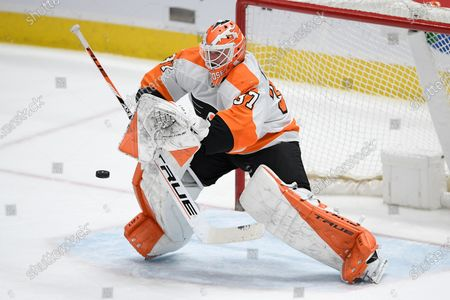 Philadelphia Flyers goaltender Brian Elliott makes a stop during the second period of the team's NHL hockey game against the Washington Capitals, in Washington