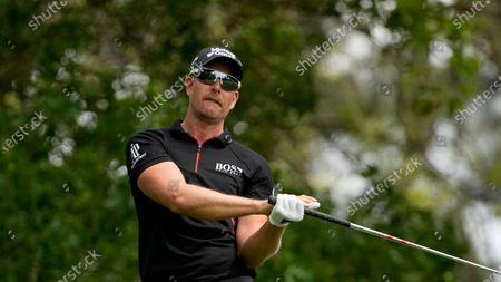 Henrik Stenson watches his shot from the fourth tee during the final round of the Masters golf tournament, in Augusta, Ga