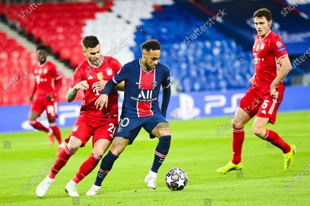 Neymar Jr of Paris Saint-Germain and Lucas Hernandez of Bayern Munich