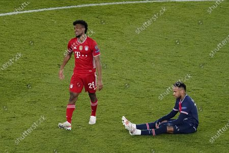 disappointment at Kingsley Coman #29 (FC Bayern München), Neymar Jr #10