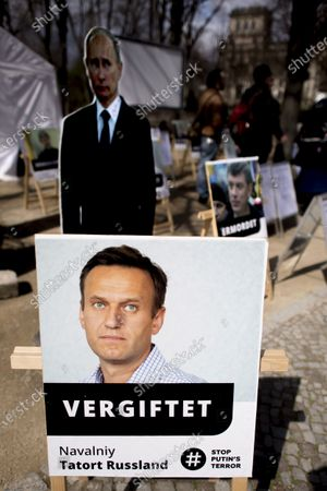 Protest banner with photo of Alexei Navalny, Vergiftet Navalniy Tatort Russland Stop Putin's Terror, in support for Russian opposition member Alexei Navalny during a rally in front of the Brandenburg Gate in Berlin, Germany. The UnKremlin and the young Russian group Perestroj_card have set up a tent camp. With the action activists protest against Kremlin head Putin. Among other things, the organizers are the release of opposition leader Alexei Navalny, who was to prison in a penal camp. Alexej Nawalny, Alexei Navalny, Navalniy