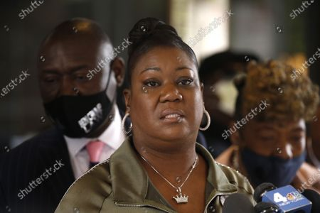 Sybrina Fulton speaks at a press conference in Midtown Manhattan during the National Action Network convention.  In attendance are the mothers of men killed by police. Lesley McSpadden, mother of Michael Brown, Gwen Carr, mother of Eric Garner, Sybrina Fulton, mother of Trayvon Martin and Sequette Clark, mother of Stephon Clark.