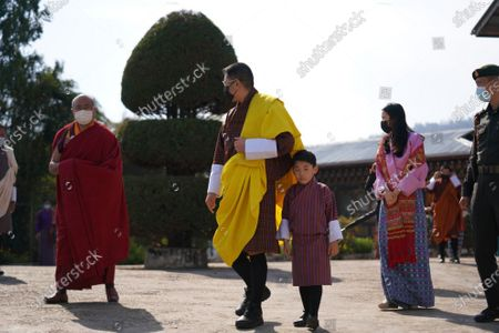 Their Majesties and His Royal Highness Gyalsey Jigme Namgyel with the abbot of Dramitse monastery. Their Majesties visited Thegchog Ugyen Choling Lhakhang in Dramitse on April 5.