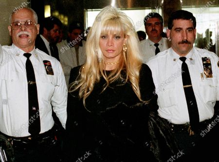 Queens New York_Victoria Gotti Agnello, 2000, daughter of jailed crime boss John Gotti, & wife of alledged Gambino capo Carmine Agnello Gotti, leaves Supreme Court in Kew Gardens