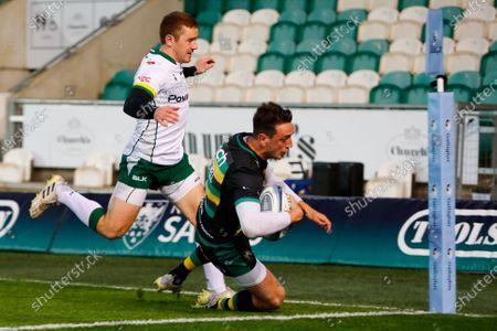 Alex Mitchell of Northampton Saints scores his second try and his team's third try; Franklin's Gardens, Northampton, East Midlands, England; Premiership Rugby Union, Northampton Saints versus London Irish.