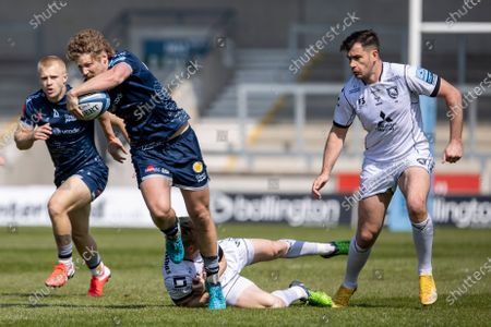 Robert du Preez of Sale Sharks is tackled; AJ Bell Stadium, Salford, Lancashire, England; English Premiership Rugby, Sale Sharks versus Gloucester.