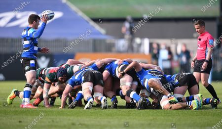 Ben Spencer of Bath prepares to feed the ball into the final scrum of the match; 18th April 2021 2021; Recreation Ground, Bath, Somerset, England; English Premiership Rugby, Bath versus Leicester Tigers.