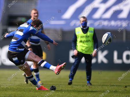 Ben Spencer of Bath kicks a penalty goal; 18th April 2021 2021; Recreation Ground, Bath, Somerset, England; English Premiership Rugby, Bath versus Leicester Tigers.