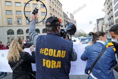 Stock Image of Demonstration to request the resignation of the Mayor of Barcelona, Ada Colau, accused by many citizens of destroying the city of Barcelona and of alleged irregularities in its management, in Barcelona on 16th April 2021. Photo:  --