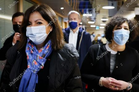 Paris Mayor Anne Hidalgo (L) arrives for a meeting of left-wing leaders for the 2022 presidential elections, in Paris, France, 17 April 2021.