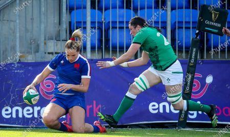 Ireland Women vs France Women. France's Romane Menager scores a try despite Hannah O'Connor of Ireland