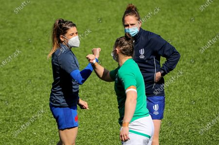 Stock Image of Ireland Women vs France Women. France's Gaëlle Hermet with Referee Sara Cox and Ciara Griffin of Ireland at the coin toss
