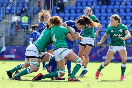 Ireland Women vs France Women. France's Cyrielle Banet is tackled by Ciara Griffin and Aoife McDermott of Ireland