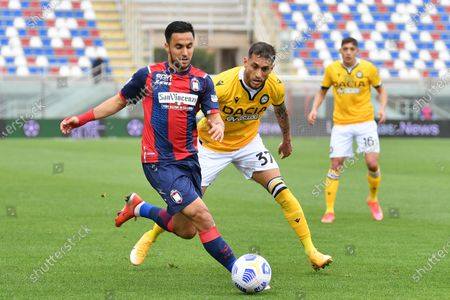 Crotone's midfielder Adam Ounas (L) and Udinese's midfielder Roberto Pereyra in action  during the Italian Serie A soccer match between FC Crotone and Udinese Calcio at Ezio Scida stadium in Crotone, Italy, 17 april 2021.
