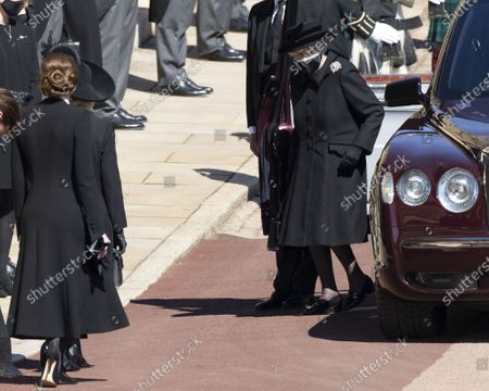 Image Licensed to i-Images Picture Agency. Camilla, Camilla Duchess of Cornwall and Catherine Duchess of Cambridge, Catherine Duchess of Cambridge curtsey as Queen Elizabeth II arrives for the funeral of Prince Philip, The Duke of Edinburgh, at Windsor Castle.