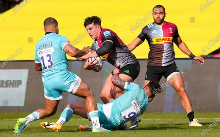 Cadan Murley of Harlequins tackled by Francois Hougaard of Worcester & Ollie Lawrence of Worcester (L)