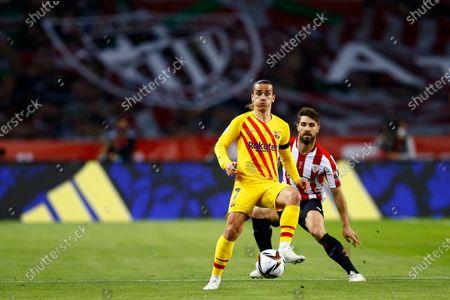 Antoine Griezmann of FC Barcelona and Yeray Álvarez of Athletic Club
