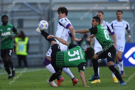 "Dusan Vlahovic (Fiorentina)Gian Marco Ferrari (Sassuolo)Rogerio Oliveira da Silva (Sassuolo)           during the Italian ""Serie A"" match between Sassuolo 3-1 Fiorentina at  Mapei Stadium in Reggio Emilia, Italy."