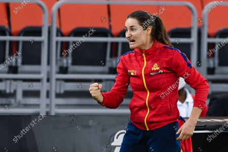 Monica Niculescu, captain of team Romania, encouraging his team-mates during the match against Italy in the Billie Jean King cup in Cluj-Napoca, 17 April 2021