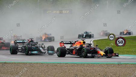 Autodromo Enzo e Dino Ferrari, Imola, Formula 1 Pirelli Gran Premio Del Made In Italy E Dell'emilia Romagna 2021, Max Verstappen (NEL#33), Red Bull Racing Honda, Lewis Hamilton (GBR#44), Mercedes-AMG Petronas Formula One Team, Charles Leclerc (MCO#16), Scuderia Ferrari Mission Winnow, Sergio Perez (MEX#11), Red Bull Ricciardo Honda (AUS) 3), McLaren F1 Team, Lance Stroll (CAN#18), Aston Martin Cognizant Formula One Team