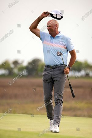 Stewart Cink tips his cap to the crowd after sinking the winning putt on the 18th green during the final round of the RBC Heritage golf tournament in Hilton Head Island, S.C