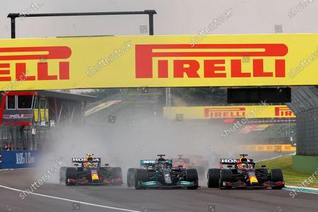 start of the race, depart, 33 Max Verstappen (nld), Red Bull Racing Honda RB16B, 44 Lewis Hamilton (gbr), Mercedes AMG F1 GP W12 E Performance, 11 Sergio Perez (mex), Red Bull Racing Honda RB16B, action