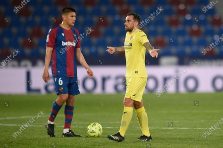 Paco Alcacer of Villarreal CF and Oscar Duarte of of Levante UD