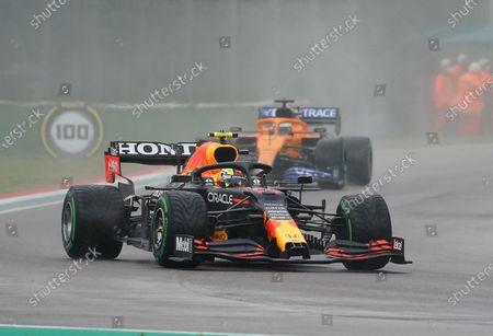 Sergio Perez (MEX#11), Red Bull Racing Honda, Daniel Ricciardo (AUS#3), McLaren F1 Team