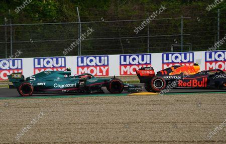 Kollision zwischen Sebastian Vettel (DEU#5), Aston Martin Cognizant Formula One Team und Sergio Perez (MEX#11), Red Bull Racing Honda