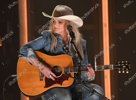 """Miranda Lambert, center, performs """"In His Arms"""" at the 56th annual Academy of Country Music Awards, at the Ryman Auditorium in Nashville, Tenn"""