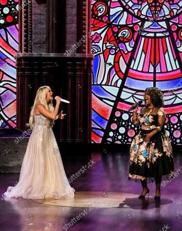 Stock Image of Carrie Underwood and CeCe Winans perform