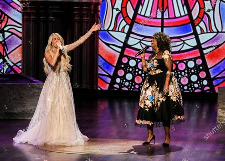 Stock Photo of Carrie Underwood and CeCe Winans perform
