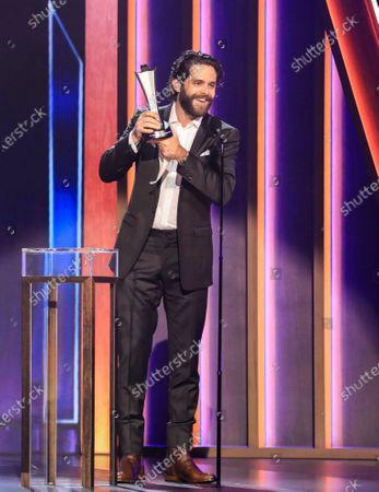 Thomas Rhett wins the award for Male Artist of the Year