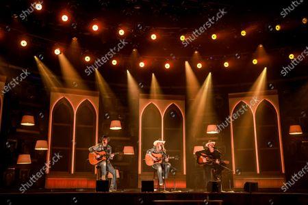 Jon Randall, Miranda Lambert, and Jack Ingram performs
