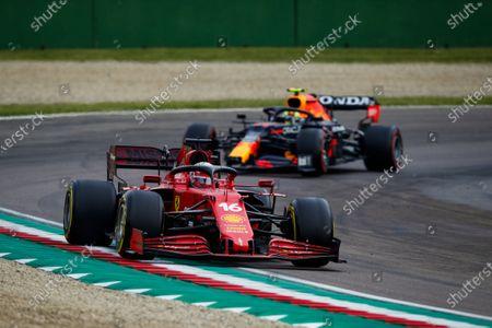 16 Charles Leclerc (mco), Scuderia Ferrari SF21, Sergio Perez (mex), Red Bull Racing Honda RB16B, action