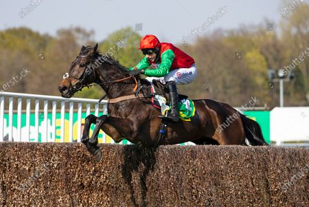 SANDOWN 24TH APRIL 2021 RACE 5The bet365 Gold Cup Handicap ChaseWINNER ENRILO, pending enquiryJOCKEY  HARRY SKELTONPHOTO Tracy Roberts