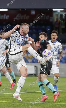 Inter Milan's Danish midfielder Christian Eriksen fights for the ball with Napoli's Portuguese defender Mario Rui