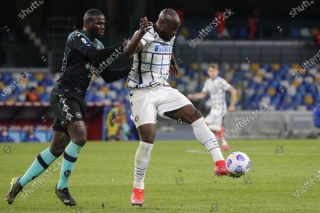 Inter Milan's Belgian forward Romelu Lukaku fights for the ball with Napoli's Senegalese defender Kalidou Koulibaly