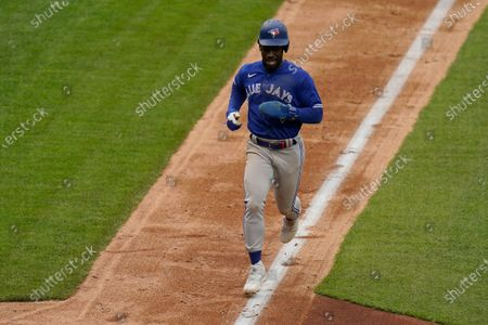 Toronto Blue Jays' Jonathan Davis runs home to score during the seventh inning during the first inning of the first baseball game of a doubleheader against the Kansas City Royals, in Kansas City, Mo. The Blue Jays won 5-1